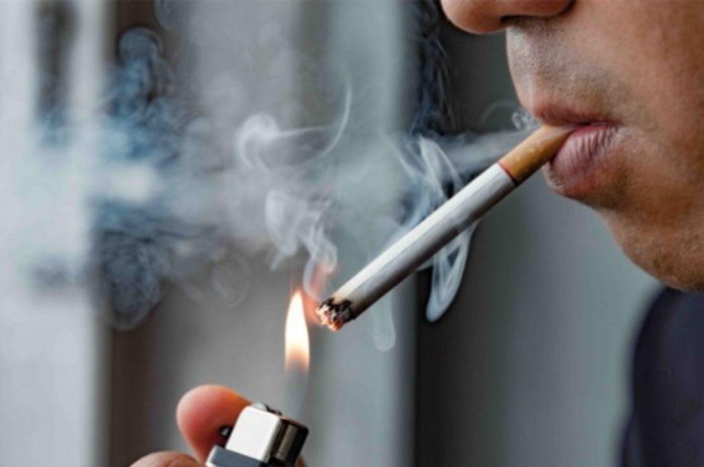 ¿Por qué fumar aumenta el riesgo de morir a causa del COVID-19?